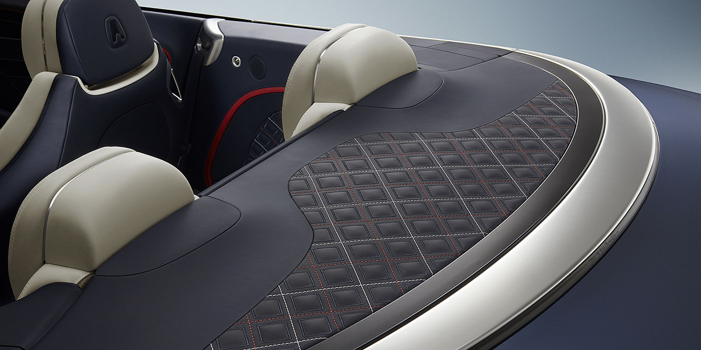 Bentley-Continental-GT-Mulliner-Convertible-features-exclusive-quilting-to-tonneau-cover-in-linen-and-hotspur-stitching